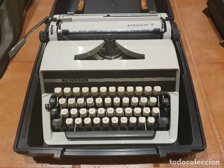 MÁQUINA DE ESCRIBIR TRIUMPH GABRIELE 10 FUNCIONANDO CON CAJA (Antigüedades - Técnicas - Máquinas de Escribir Antiguas - Triumph)
