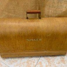 Antigüedades: SINGER - ANTIGUA TAPA DE MAQUINA DE COSER. MIDE APROX 51X22 CMS. Lote 220932141