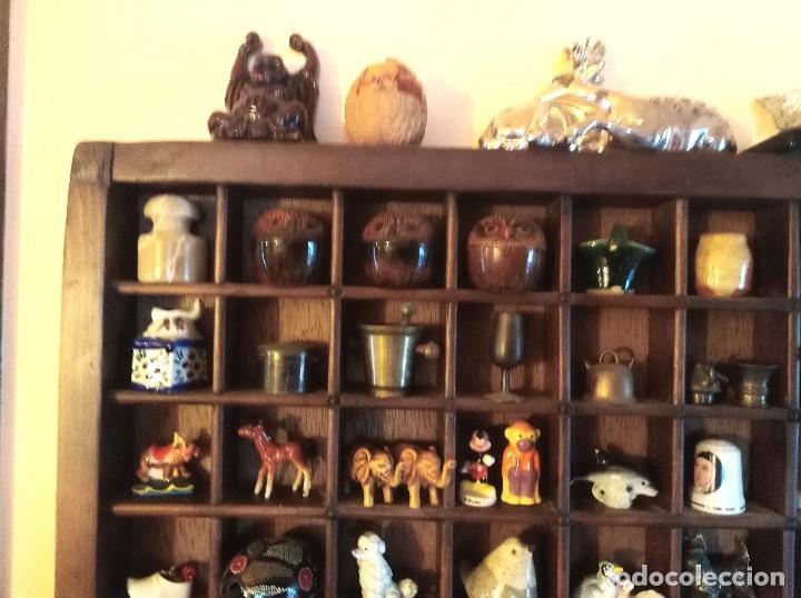 Antigüedades: SMS- Cajon IMPRENTA con unas 150 figuritas - Foto 2 - 221000921