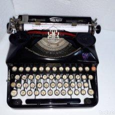 Antigüedades: ANTIGUA MAQUINA DE ESCRIBIR TYPEWRITER TRIUMPH. Lote 221109957