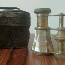 Antigüedades: BINOCULARES ANTIGUOS. LATÓN Y NÁCAR / MADRE PERLA.FUNDA ORIGINAL . FINALES S.XIX. Lote 221110330