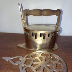 Antigüedades: ANTIGUA PLANCHA DE BRASAS CON BASE DE BRONCE. Lote 221141998