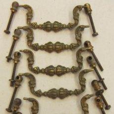 Antigüedades: JUEGO DE 6 VIEJOS TIRADORES DE MUEBLE. Lote 221146541