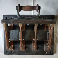 Antigüedades: ANTIGUO INTERRUPTOR DE 4 PANELES COBRE, MADERA Y PIZARRA. Lote 221270275