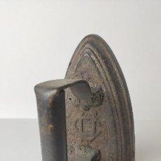 Antigüedades: ANTIGUA PLANCHA DE HIERRO UNIÓN CERRAJEROS. 15 CM. 1,64 KG. SIGLO XIX.. Lote 221277082