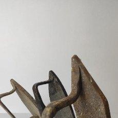 Antigüedades: LOTE DE ANTIGUAS PLANCHAS DE HIERRO. 20,17 Y 17 CM. 3,5 KG. PESO TOTAL LOTE. SIGLO XVIII.. Lote 221277772