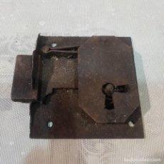 Antigüedades: ANTIGUA CERRADURA SIN LLAVE. Lote 221278043