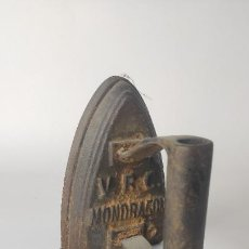 Oggetti Antichi: ANTIGUA PLANCHA DE HIERRO. VRC MONDRAGÓN.Nº2. 13,5 CM. 1,82 KG. SIGLO XIX.. Lote 221278912