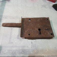 Antigüedades: ANTIGUA CERRADURA SIN LLAVE. Lote 221279388