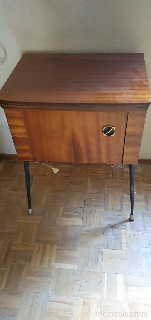 Antigüedades: Máquina de coser Refrey Preferida en precioso mueble - Foto 2 - 221444660