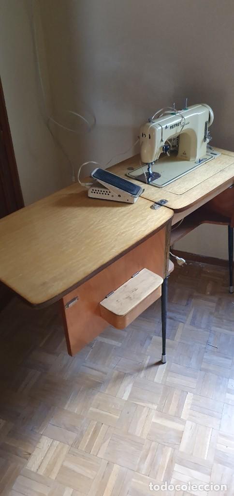 Antigüedades: Máquina de coser Refrey Preferida en precioso mueble - Foto 3 - 221444660