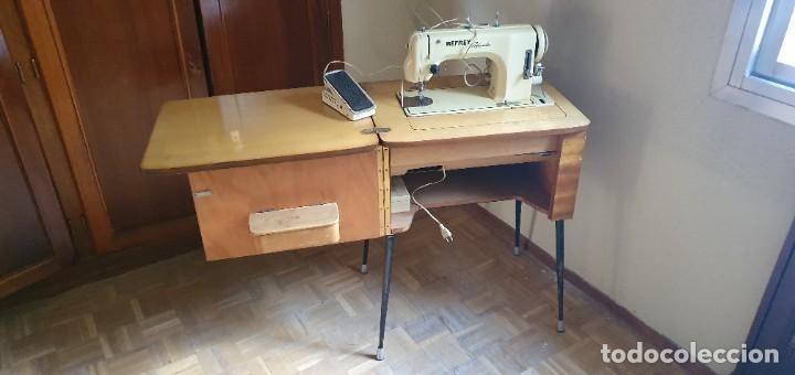 Antigüedades: Máquina de coser Refrey Preferida en precioso mueble - Foto 4 - 221444660