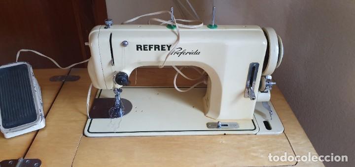 Antigüedades: Máquina de coser Refrey Preferida en precioso mueble - Foto 5 - 221444660