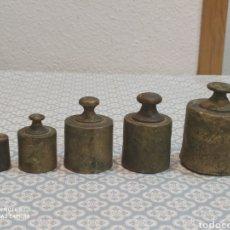 Antigüedades: JUEGO DE 5 PESAS DE BRONCE SIGLO XIX. Lote 221501800