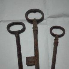 Antigüedades: 3 LLAVES DE HIERRO MUY ANTIGUAS 2X12CM + 1X11CM 140G. Lote 221506002