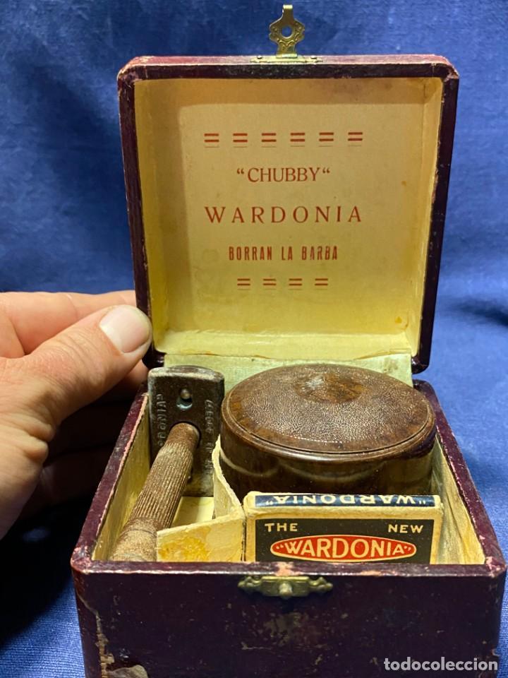 RARO ESTUCHE MAQUINA AFEITAR CHUBBY WARDONIA BORRAN LA BARBA CUCHILLAS JABON PPIO S XX 7X10X9CMS (Antigüedades - Técnicas - Barbería - Maquinillas Antiguas)
