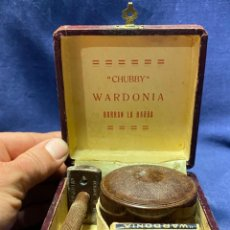 Antigüedades: RARO ESTUCHE MAQUINA AFEITAR CHUBBY WARDONIA BORRAN LA BARBA CUCHILLAS JABON PPIO S XX 7X10X9CMS. Lote 221609237
