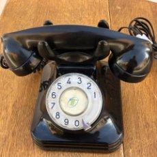 Teléfonos: TELEFONO DE BAQUELITA NEGRO CTNE AÑOS 50 CLAVIJA ACTUAL FUNCIONANDO. Lote 221611180
