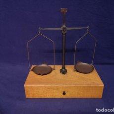 Antigüedades: BASCULA DE PRECISION. Lote 221646121