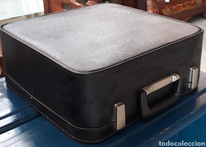 Antigüedades: Máquina de escribir Erika Robotron con maleta modelo 105 - Foto 2 - 221665082