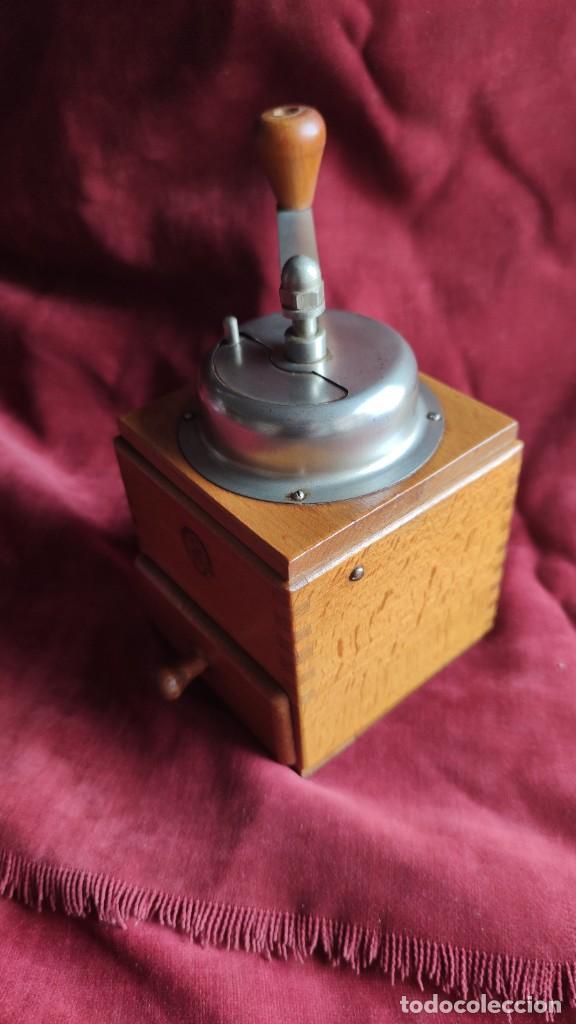 Antigüedades: Molinillo antiguo Holandés de cafe, excelente y funcionando - Foto 4 - 221683567