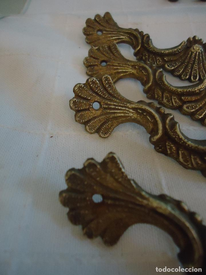 Antigüedades: 4 tiradores antiguos estilo francés de bronce. largo 10,5 cms. - Foto 2 - 221698296