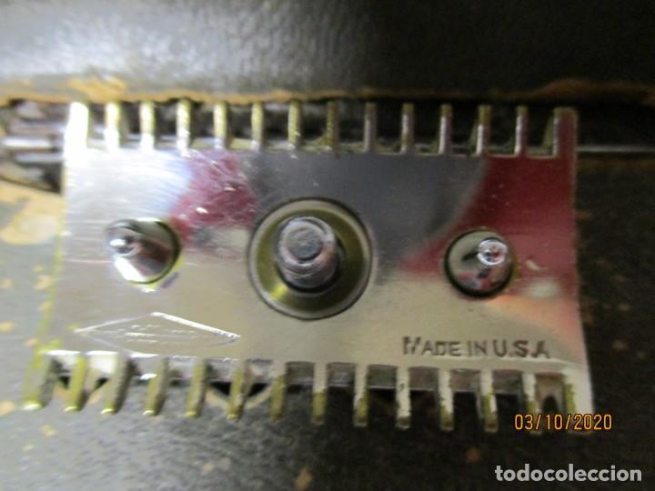 Antigüedades: Antigua maquinilla de afeitar de metal Marca Gillette, Made in USA en la maquinilla y en la caja po - Foto 2 - 221712620