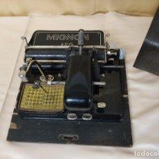 Antigüedades: PRECIOSA MAQUINA DE ESCRIBIR MIGNON Nº 4 CON CAJA. ALEMANIA AÑO 1924. Lote 221718526