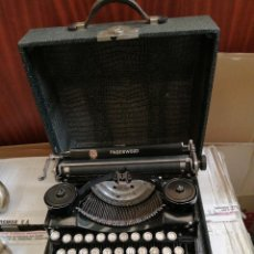 Antigüedades: MÁQUINA DE ESCRIBIR ANTIGUA MADE IN USA UNDERWOOD. Lote 221800667