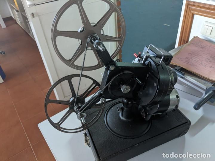 Antigüedades: 1929 PROYECTOR VICTOR MODELO 3 DE 16 MM RARISIMO Y EN PERFECTO ESTADO FABRICADO EN IOWA USA - Foto 2 - 221811035