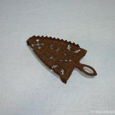 Antigüedades: REPOSAPLANCHAS SOPORTE DE HIERRO .23 X 11 CM.. Lote 221923473