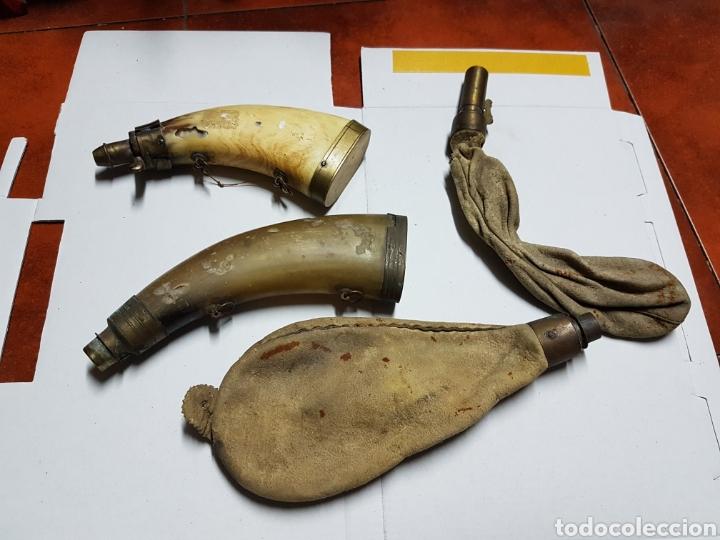 Antigüedades: Polvera antigua para pólvora,lote de cuatro, para cargar armas antiguas siglo XVIII aprox - Foto 3 - 222043677