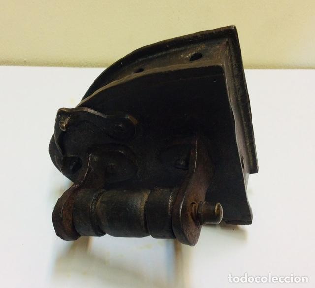 Antigüedades: PLANCHA DE CARBON PEQUEÑO TAMAÑO. S. XIX. - Foto 4 - 222073702