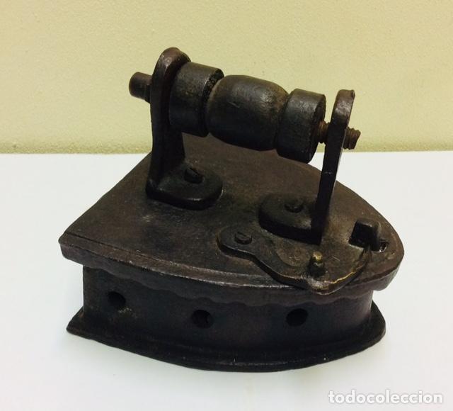 PLANCHA DE CARBON PEQUEÑO TAMAÑO. S. XIX. (Antigüedades - Técnicas - Planchas Antiguas - Carbón)