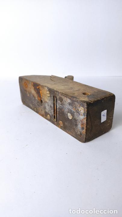 Antigüedades: ANTIGUO GARLOPIN DE MADERA CON CUCHILLA. 18 CM. 0,694 KG. - Foto 4 - 222111106