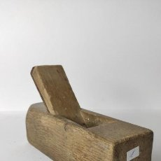 Antigüedades: ANTIGUO GARLOPIN DE MADERA CON CUCHILLA. 18 CM. 0,630 KG.. Lote 222149882