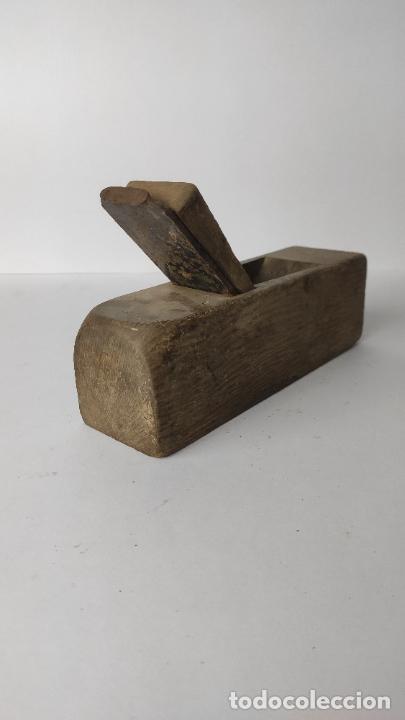 Antigüedades: ANTIGUO GARLOPIN DE MADERA CON CUCHILLA. 18 CM. 0,630 KG. - Foto 4 - 222149882