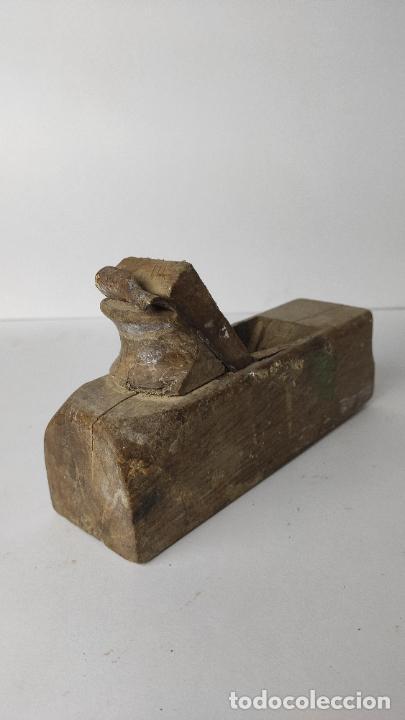 Antigüedades: ANTIGUO GARLOPIN DE MADERA CON CUCHILLA. 19 CM. 0,618 KG. - Foto 3 - 222151753