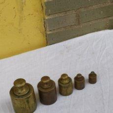 Antigüedades: ANTIGUO JUEGO DE PESOS DE BRONCE PARA BALANZA. Lote 222171723