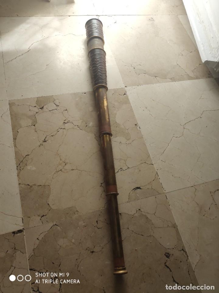 PRECIOSO CATALEJO EN METAL Y CUERO ANTIGUO, EN SU CAJA DE MADERA, DE CUATRO CUERPOS. (Antigüedades - Técnicas - Instrumentos Ópticos - Catalejos Antiguos)