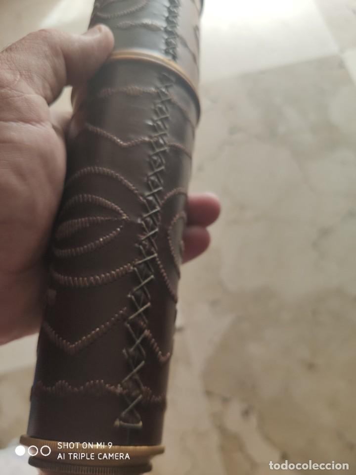 Antigüedades: PRECIOSO CATALEJO EN METAL Y CUERO ANTIGUO, EN SU CAJA DE MADERA, DE CUATRO CUERPOS. - Foto 15 - 222257510