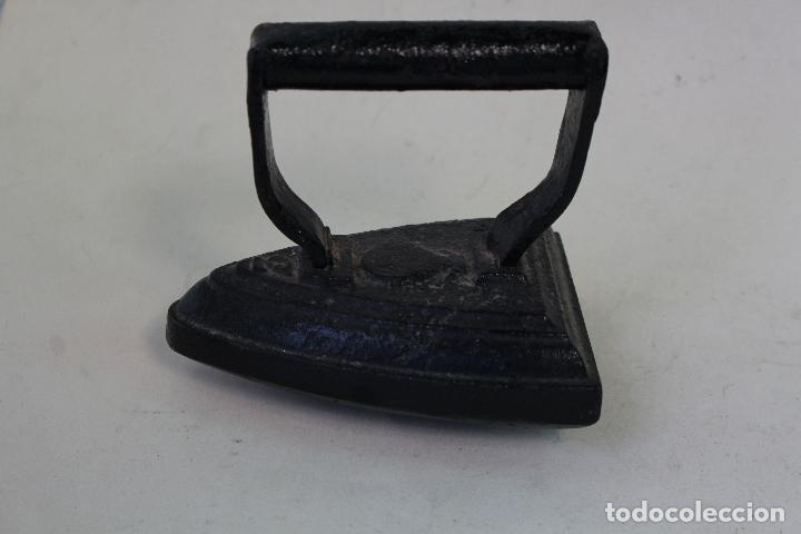 Antigüedades: plancha antigua de hierro nº3 con base curva - Foto 3 - 222302327