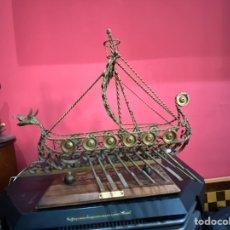 Antigüedades: ESCULTURA BARCO HIERRO FORJADO.VIKING SIGLO XI CABEZA DRAGON.VER FOTOS. Lote 222314255