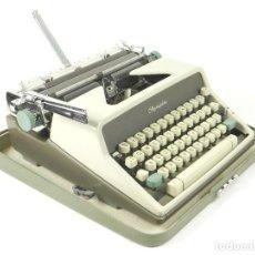 Antigüedades: MAQUINA DE ESCRIBIR OLYMPIA DE LUXE AÑO 1960 TYPEWRITER SCHREIBMASCHINE ECRIRE. Lote 222363686