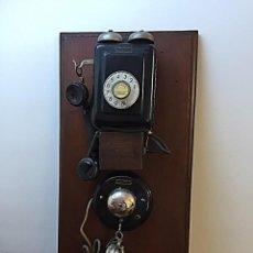 Teléfonos: MAGNIFICO TELEFONO STANDARD ELECTRIC CON EXTENSION S/ TABLA CASTAÑO MACIZO. Lote 222367138