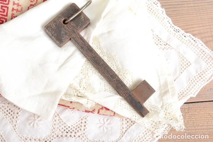 GRAN LLAVE VINTAGE DE HIERRO (Antigüedades - Técnicas - Cerrajería y Forja - Candados Antiguos)