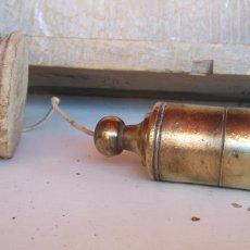 Antigüedades: ANTIGUA PLOMADA DE BRONCE , EXCELENTE ESTADO , 12 CM DE LARGO ,. Lote 222395305