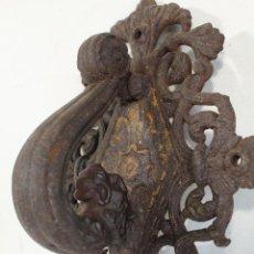 Antigüedades: LLAMADOR ZOOMORFO EN HIERRO FORJADO ALDABA ANTIGUA. Lote 222409342