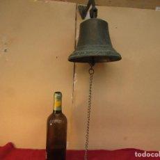 Antigüedades: CAMPANA ANTIGUA DE ENTRADA . BRONCE. CON BRAZO ARTICULADO. 27 CMS. 2 KGS PESO. Lote 222411136