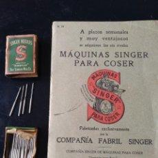 Antigüedades: CATÁLOGO SINGER Y AGUJAS. Lote 222428357